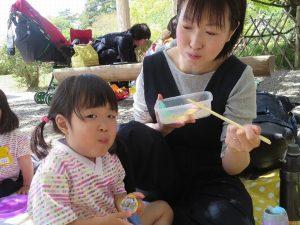 <p>大丈夫!!お母さんのお弁当を食べたら、<br />元気が出てきて、楽しい遠足に大変身!<br />お母さんもお友だちも頑張ったね(*^_^*)</p>
