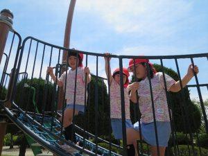<p>遊園地の乗り物も楽しいけど、公園の固定遊具も楽しいね</p>