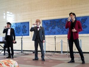 <p>宇都宮さん、宮原さん、吉武さん<br />カッコいい衣装でとってもきれいな歌声<br />眠気はどこかに飛んでいきました。</p>