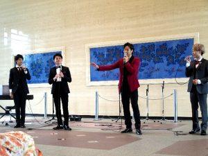 <p>ピアノ担当の松村さんも加わって、<br />益々ハーモニーに厚みがでていました。</p>