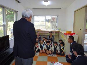 <p>「先生たちにたくさん読んでもらって、本が大好きになってください」   <br />提携 ジブラルタ生命 藤田様(右)</p>