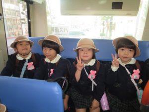 <p>ドキドキわくわく。無事に8時8分のシャトルバスに乗って、バルーン会場に出発!</p>