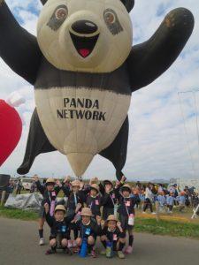 <p>パンダちゃんと記念写真<br />同じポーズでハイチーズ!</p>