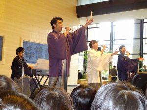 <p>とても優しい顔のお兄さんたち。でも、歌いだすとさわやかな声だったり、力強い声だったり・・・<br />素晴らしい歌声がホール中に響き渡っていました。</p>