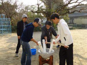 <p>九州電力さんと「もちつき」<br />毎年、九州電力のお兄さん、お姉さんともちつきをしました。<br />…</p>