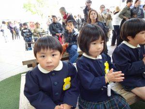 <p>おまいり、上手でしょう。<br />もうすぐ入園式。幼稚園の先輩になるよ。<br />新しいお友だちのお手本になります。</p>