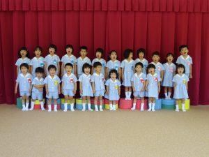 <p>若楠幼稚園のお友だちはこれで全員。<br />でも、パワーは一人で10人分あります。<br />一人で100分くらいのパワーを持った先生もいますよ。 ^^;</p>