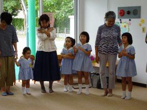 <p>今日はちょっと足の調子が・・・・<br />年を重ねると体のあちこちが不調に・・・  わかります^m^<br />でも、お孫さんのために立ち上がって踊ってくださいました。<br />よかったね(*^_^*)</p>