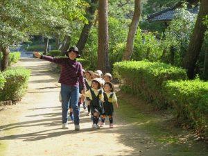 <p>秋をいっぱい見つけたよ!<br />幼稚園の周りは一年を通して自然がいっぱい!!<br />横に官公庁や…</p>