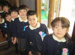 <p>これから卒園式が始まります。<br />ドキドキしてるのは先生たちだけ?<br />みんな笑顔ですがすがしい気持ちで式に臨みます。(*^_^*)</p>