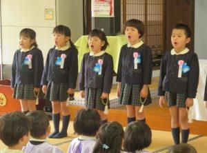 <p>先生、お友だち、お家の方の前で最後にみんなで歌いました。<br />歌いながら、いろいろなことを思い出しました。<br />みんなで作った思い出、これからも大切にしてくださいね。</p>
