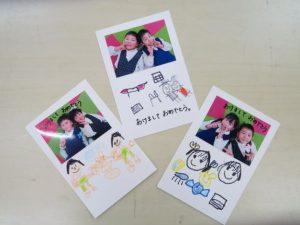 <p>「ふじぐみさんの年賀状」<br />年長さんになると描く絵もしっかりしていますね。<br />今年のお遊戯会は3人の年長さんの合奏に年中さんも参加。<br />一緒に頑張ったお礼に年賀状を書きました。・・かな?(^^♪</p>