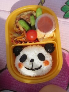<p>可愛いお弁当。キャラ弁より栄養重視のお弁当が多い若楠幼稚園ですが、<br />今日は子どもが喜ぶキャラ弁を作ってくださっていました。<br />お弁当を持ってきていた子に似てるかな?</p>