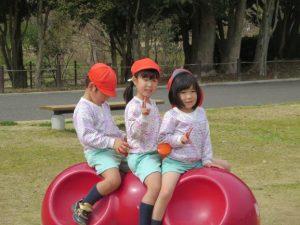 <p>もも・つぼみの時、一緒に過ごしたお友だち。<br />学年が違うので、一足早く小学校に行くお友だちも。<br />預かり保育では、ずっと仲良く遊んだね。</p>